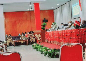 Rapat Penanggulangan Covid-19 Pada 19 Juli 2021 di Aula Sasana Kaonak di Lingkungan Pemerintah Kabupaten Puncak Jaya,Papua